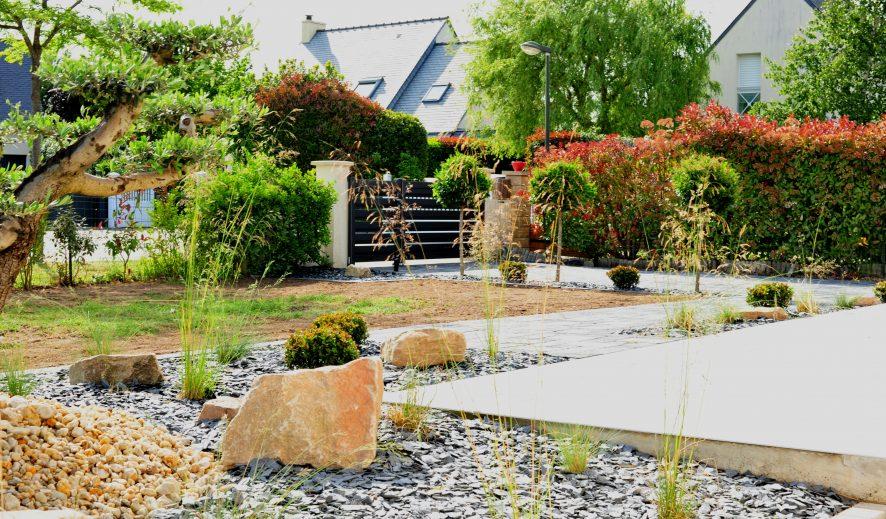 Création d'un jardin minéral et d'une entrée en pavage carrossable / Theix (56)